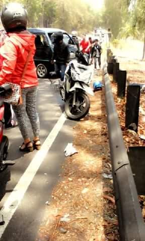 Setir mobil tak bisa dibelokkan, Tabrak Motor di Jalan Wonosari
