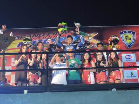 Syahrul Amin (tim Yamaha Yamalube NHK IRC Nissin NGK Bahtera) dengan tunggangan Jupiter Z1 injeksi podium pertama kelas MP1 seri Grand Final Motoprix 2015