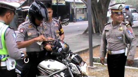 Unik tapi nyata, Polisi merazia Polisi di Karimun banyak Tak Bawa SIM, langsung suruh ambil pulang