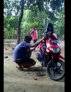 Video Ibu Marah karena Motor di Protoli, besok jalan Kaki Saja pertamax7.com