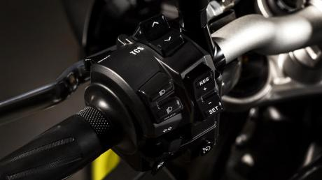 2016 New Yamaha MT-10 2016-Yamaha-MT-10-EU-Night-Fluo-Detail-003 Pertamax7.com