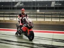 Aksi Pertama Nicky Hayden geber Honda CBR1000RR di WSBK 02 Pertamax7.com