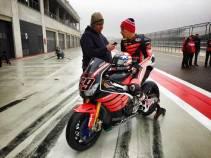 Aksi Pertama Nicky Hayden geber Honda CBR1000RR di WSBK 03 Pertamax7.com