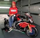 Aksi Pertama Nicky Hayden geber Honda CBR1000RR di WSBK 04 Pertamax7.com