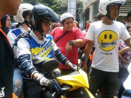 Aliando-dan-Tatjana-naik-Yamaha-Mio-M3-menuju-SMUN-77-Jakarta
