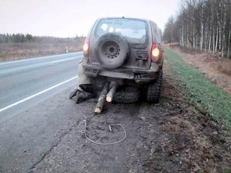 Darurat, Pria Rusia Ganti Roda Mobil dengan Batang pohon melaju sejauh 121 KM 02 pertamax7.com