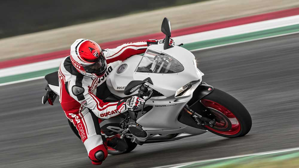 Ini dia Ducati 959 Panigale The Perfect Balance Power 157 HP bobot 195 KG 02 Pertamax7.com