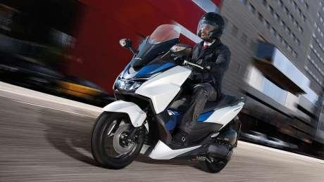 Kenalan Sama New Honda Forza 125, Skutik Jos Pabrikan Sayap pakai ABS harga Rp.84 Juta 01 Pertamax7.com