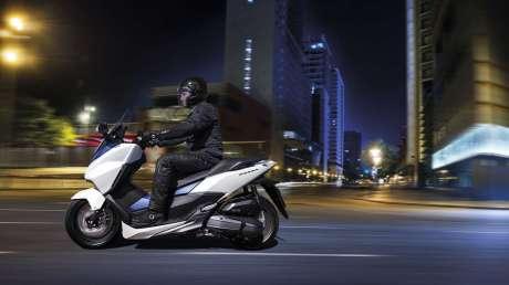 Kenalan Sama New Honda Forza 125, Skutik Jos Pabrikan Sayap pakai ABS harga Rp.84 Juta  02 Pertamax7.com