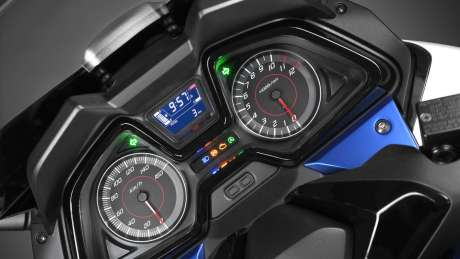 Kenalan Sama New Honda Forza 125, Skutik Jos Pabrikan Sayap pakai ABS harga Rp.84 Juta 04 Pertamax7.com