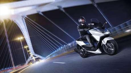 Kenalan Sama New Honda Forza 125, Skutik Jos Pabrikan Sayap pakai ABS harga Rp.84 Juta  05 Pertamax7.com