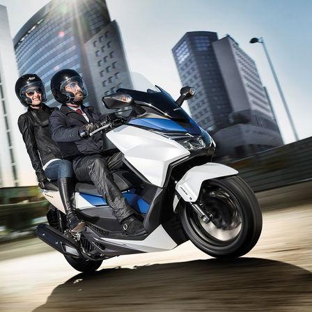 Kenalan Sama New Honda Forza 125, Skutik Jos Pabrikan Sayap pakai ABS harga Rp.84 Juta 06 Pertamax7.com