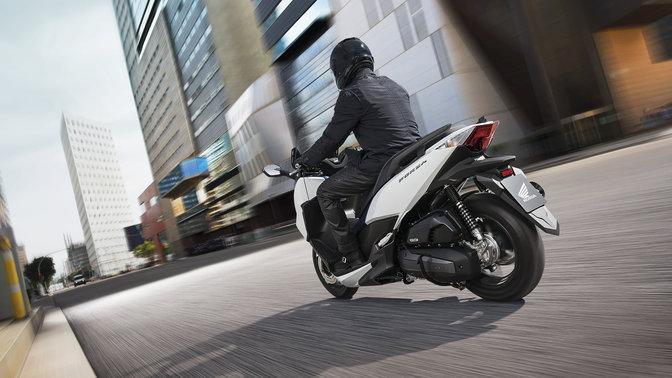 Kenalan Sama New Honda Forza 125, Skutik Jos Pabrikan Sayap pakai ABS harga Rp.84 Juta 07 Pertamax7.com