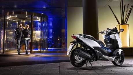Kenalan Sama New Honda Forza 125, Skutik Jos Pabrikan Sayap pakai ABS harga Rp.84 Juta 09 Pertamax7.com