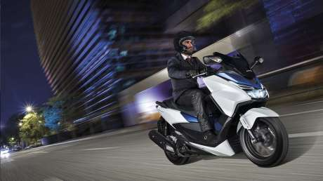 Kenalan Sama New Honda Forza 125, Skutik Jos Pabrikan Sayap pakai ABS harga Rp.84 Juta  10 Pertamax7.com