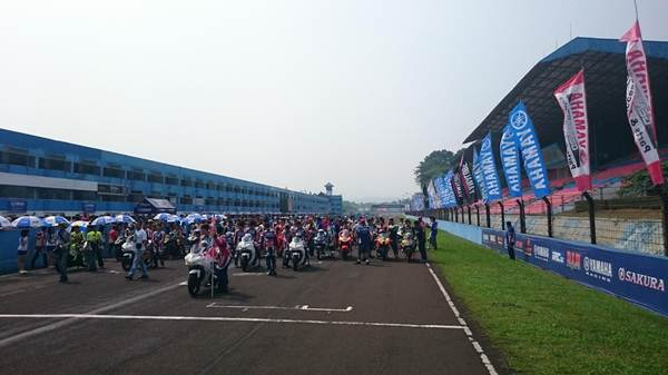 LiputanKemeriahan Seri 3 Yamaha Sunday Race di Sentul International Circuit pertamax7.com