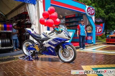 Modifikasi Yamaha R15 pake velg Lebar V-Rossi Ala Yamaha R25 double diskbrake depan ini memang jos 01 Pertamax7.com