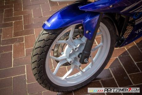 Modifikasi Yamaha R15 pake velg Lebar V-Rossi Ala Yamaha R25 double diskbrake depan ini memang jos 02 Pertamax7.com