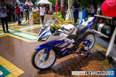 Modifikasi Yamaha R15 pake velg Lebar V-Rossi Ala Yamaha R25 double diskbrake depan ini memang jos 05 Pertamax7.com