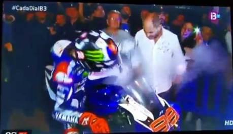 Perayaan-Kemenangan-Jorge-Lorenzo,-Yamaha-M1-malah-keluar-asap-Kena-Kaki-pertamax7.com