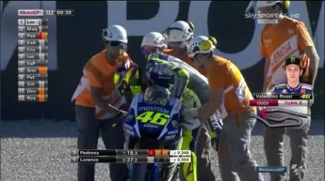 Rossi crash di kualifikasi motogp valencia 2015 pertamax7.com