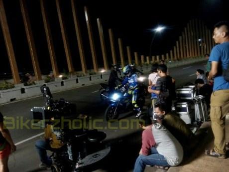 Terkuak Siapa di balik Wearpack Vinalez dalam Iklan Suzuki Satria F di Pondok Cabe 01 Pertamax7.com