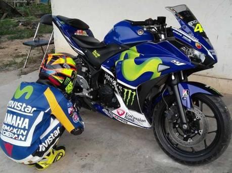 Totalitas RossiFumi, Pakai Yamaha R25 komplit dengan Warpack Dan Helm AGV Rossi 03 Pertamax7.com