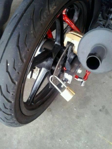 Biar aman motor ini sampai pakai 17 gembok 01 Pertamax7.com