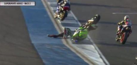Detik detik yudhistira terjatuh di race 2 final asia road racing championship 2015 kelas supersport 600 cc 03 Pertamax7.com
