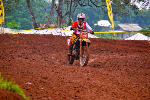 Geber Viar Cross X 250, Piters Tanujaya Sabet Podium di Grand Final Kejurnas MotoCross 2015  pertamax7.com  1