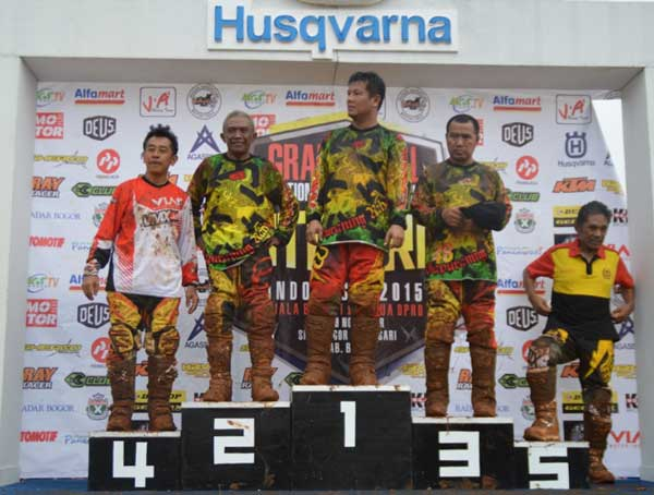 Geber Viar Cross X 250, Piters Tanujaya Sabet Podium di Grand Final Kejurnas MotoCross 2015  pertamax7.com  2