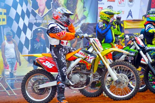 Geber Viar Cross X 250, Piters Tanujaya Sabet Podium di Grand Final Kejurnas MotoCross 2015  pertamax7.com