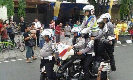 Heboh-Atraksi-8-Polisi-naiki-1-Mogeh-Harley-Davidson,-jangan-Ditiru-om-pertamax7.com-2
