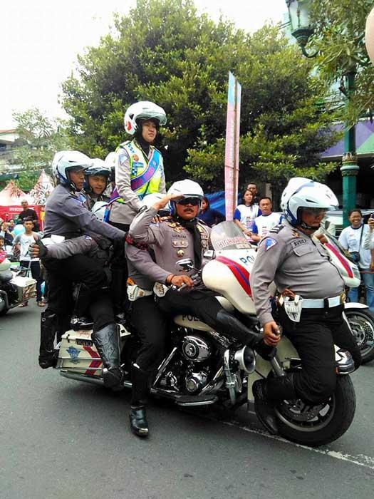 Heboh-Atraksi-8-Polisi-naiki-1-Mogeh-Harley-Davidson,-jangan-Ditiru-om-pertamax7.com