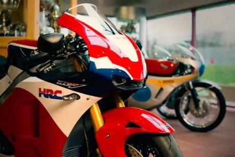 Ini dia Pemilik Honda RC213V-S Pertama di Dunia 03 Pertamax7.com