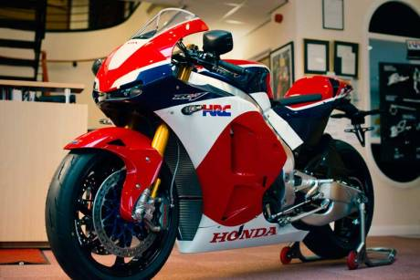 Ini dia Pemilik Honda RC213V-S Pertama di Dunia 04 Pertamax7.com