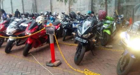 Kala-Kawasaki-Ninja-250,-Honda-CBR150R-dan-Yamaha-R15-dianggap-Superbike-Parkir-Khusus-pertamax7.com