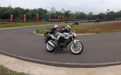 liputan Ajari Ilmu Balap ke Komunitas, AHM Gelar All New Honda CB150R Streetfire Track Day 02 Pertamax7.com