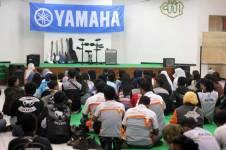 Liputan Klub-klub-V-Ixion-Jabodetabek-dan-anak-anak-Panti-Asuhan-Putra-Utama-3-Tebet-Jakarta-dalam-acara-simbolis-penyerahan-donasi-dari-Yamaha-(1) Pertamax7.com