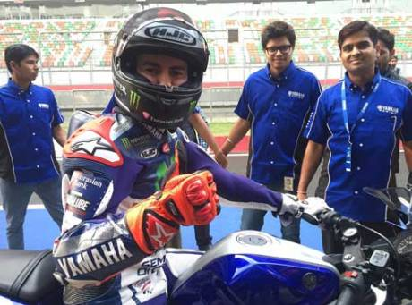 Lorenzo Kenalkan Yamaha R3 di India, Sirkuit Internasional Buddh Ramai 01 Pertamax7.com
