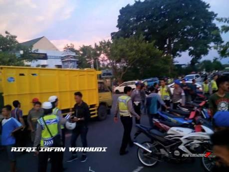 Operasi Cipta Kondisi Ratusan Motor Ban Cacing Tidak Standar Tanpa Kelengkapan Diangkut Truk Di Simpang Lima Gumul Kediri , Ada Yang Nangis 01 Pertamax7.com