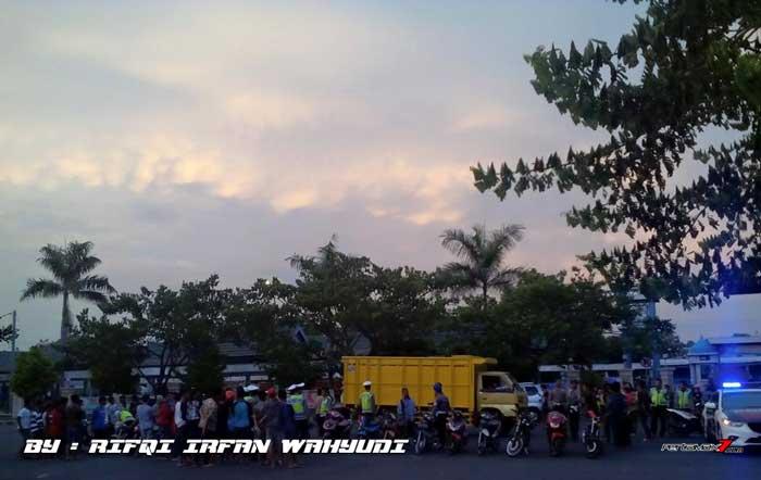 Operasi Cipta Kondisi Ratusan Motor Ban Cacing Tidak Standar Tanpa Kelengkapan Diangkut Truk Di Simpang Lima Gumul Kediri , Ada Yang Nangis 02 Pertamax7.com