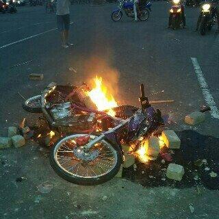 Orang Mabuk Mau Bubarkan Balap Liar Akhirnya Di Masa Dan Suzuki Satria F Ban Cacingnya Dibakar Di Kediri, Bingung Euy 02 Pertamax7.com