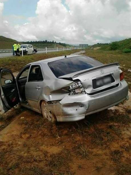 Pakai Sabuk Pengaman, Sapi Ini Selamat Saat Kecelakaan Naik Sedan Toyota Vios pertamax7.com 2
