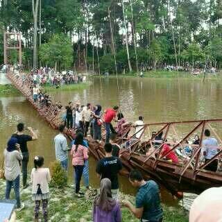 Sudah Di Beri Peringatan Jembatan Gantung Maksimal 40 Orang Kok Masih Ngeyel, Putus dah 03 Pertamax7.com