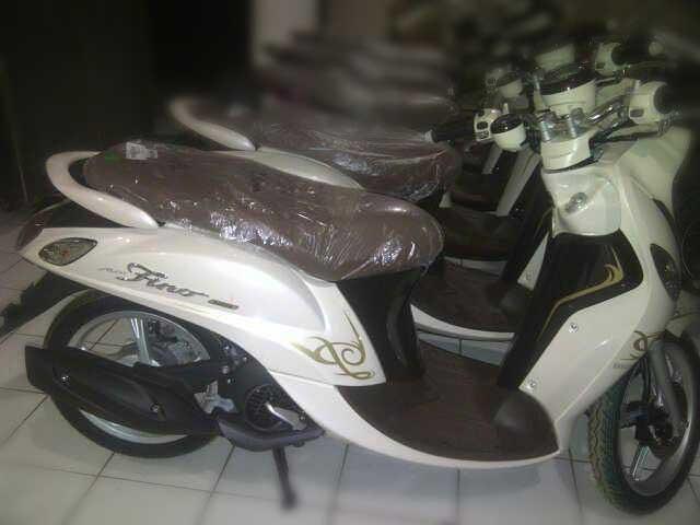 Tampang-Samping-Yamaha-Mio-Fino-125-Blue-Core,-Ukuran-Roda-Belakang-serupa-Yamaha-Mio-M3
