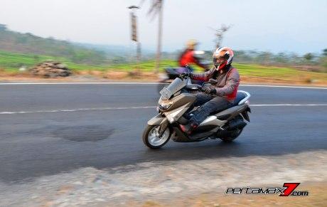 Testride Yamaha NMAX 155 ABS, Handling Mantabh Pengereman Akurat.. Tabungan Alamat 16 Pertamax7.com