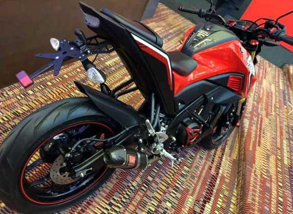Yamaha-M-Slaz-modiefies-yamaha-MT-15-modifikasi-special-edition pertamax7.com