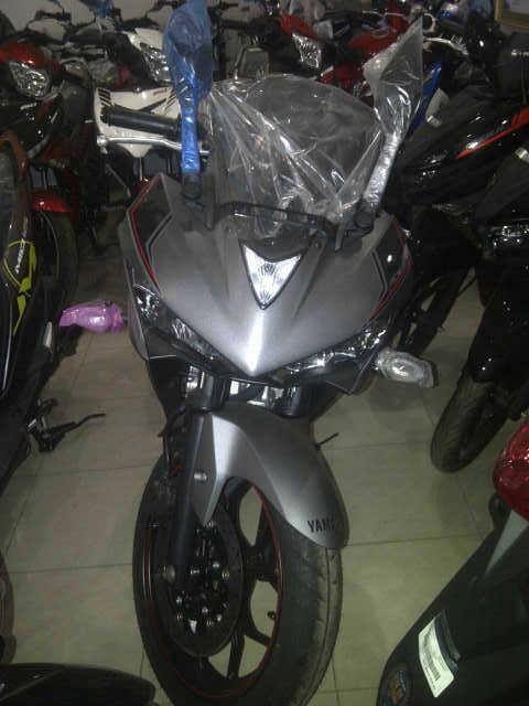 Yamaha R25 ABS warna Baru Abu-abu dan Merah sudah sampai di dealer, Monggo 02 Pertamax7.com