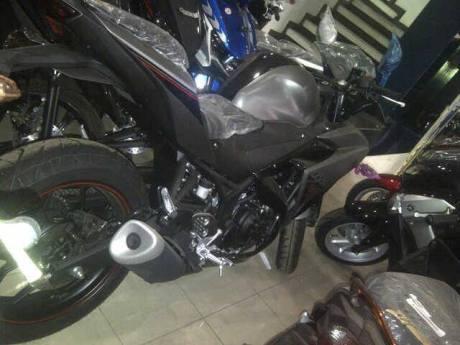 Yamaha R25 ABS warna Baru Abu-abu dan Merah sudah sampai di dealer, Monggo 03 Pertamax7.com